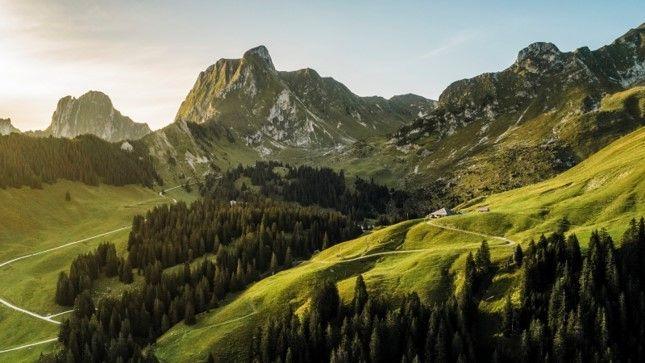 Bosques, cañones y la extraordinaria cadena montañosa Gantrisch caracterizan el paisaje del Parque natural regional Gantrisch